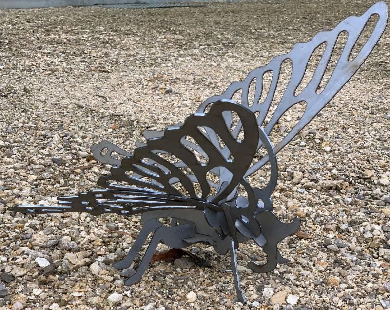 statue métal papillon jardin